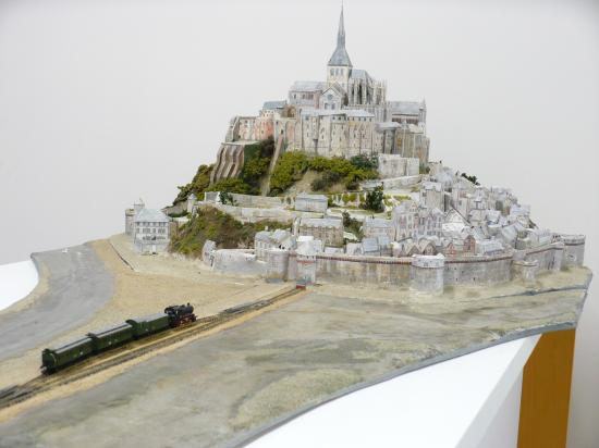 Le petit train du Mt St Michel