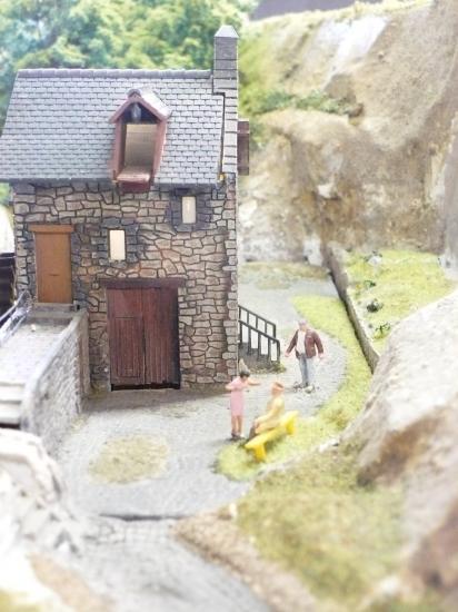 Vue rapprochée du moulin à eau