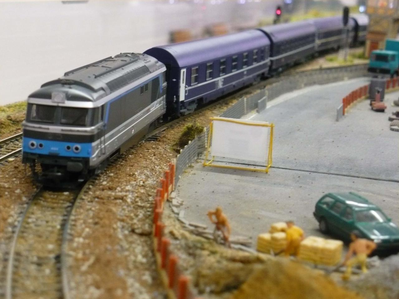 BB  67373  REMORQUANT UN TRAIN DE NUIT